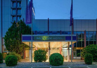 Mercure Hotel Stuttgart Sindelfingen an der Messe Eingang bei Nacht